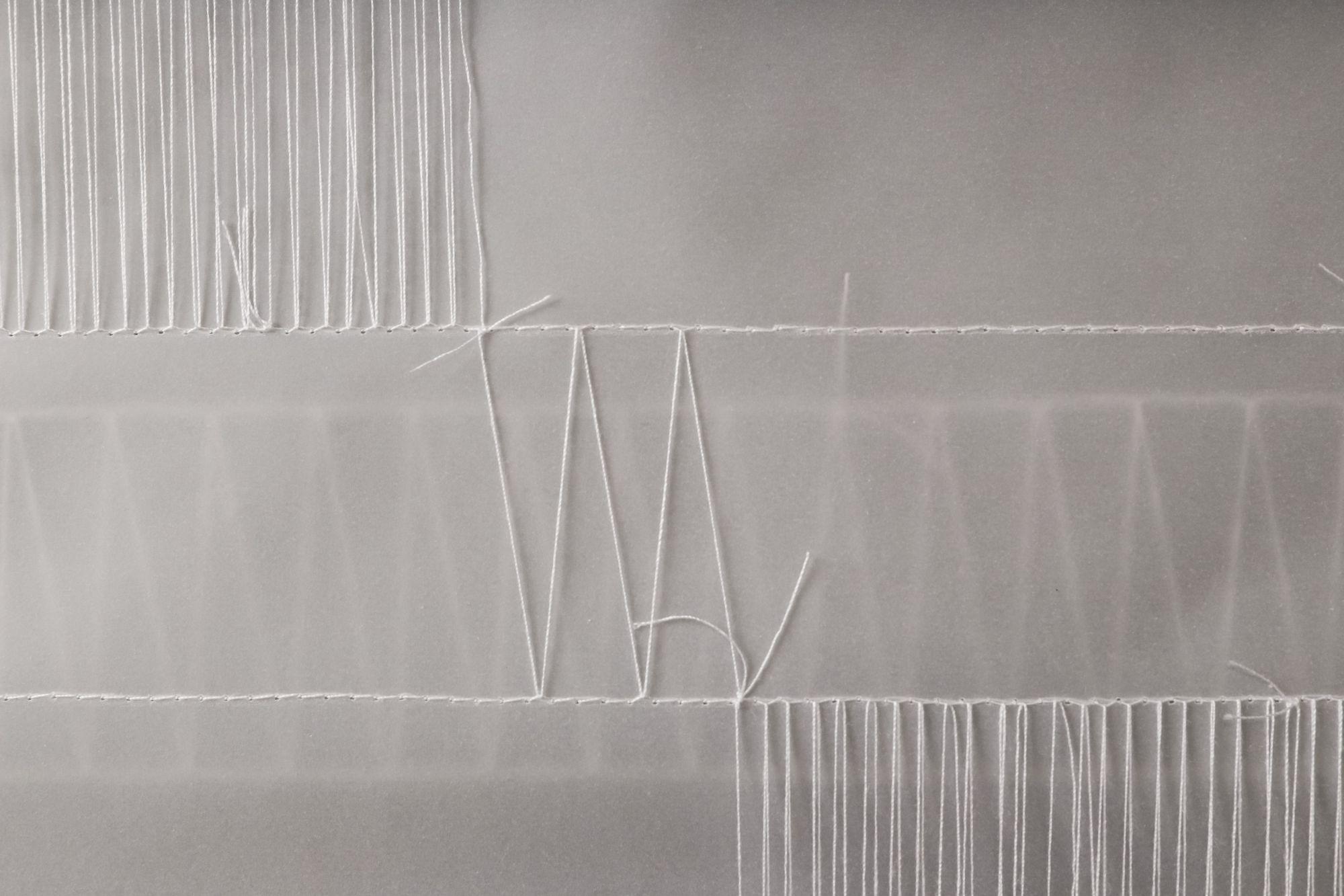 Agata Hörttrich / Stefanie Messner (Näh- und Knüpftechnik / Fadenspiel auf Transparentpapier)